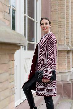 Outfit: Tory Burch Jacquard Coat | Mood For Style - Fashion, Food, Beauty & Lifestyleblog | Outfipost mit einem Wollmantel von Tory Burch, einem Cashemere Pullover von Hot Soup & Green Tea, einer Lederhose von S.Oliver Premium u. einer Tasche von Rebecca Minkoff.