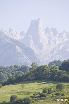 Naranjo de Bulnes en la distancia, Asturias, Spain by ARD
