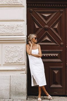 Style Report: De leukste minimalistische summer looks | YOUR DAILY FASHION NEWS.com Minimal Outfit, Minimal Fashion, Summer Dress Outfits, Spring Outfits, Bad Fashion, Fashion Outfits, Romper Outfit, Dress Ootd, Style Casual