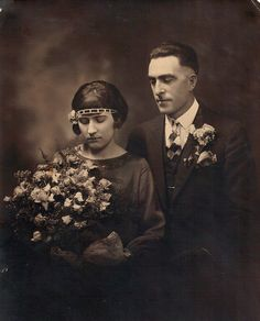 Wedding couple portrait circa In the early days of wedding photography, usually only several posed portraits of the couple were photographed. Antique Wedding Dresses, Vintage Wedding Photos, Vintage Photos, Vintage Weddings, 1920s Wedding, Antique Photos, Wedding Pictures, Real Weddings, South Korea Photography