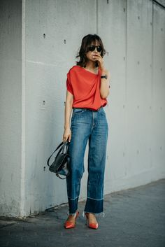 LE ROUGE | #ootd #fashionphotog #styleblog #fblogger #streetstyle #fashionphotography #时尚 #街拍 #纽约时尚 #일상 #데일리룩 #alexanderwang #viviennewestwood #minimalist #fashionforward #redandblue #edgychic #red