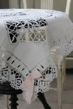 「フランスアンティーク ニードルポイントレースとボビンレースのクロス」ココン・フワット Coconfouato [アンティーク照明&アンティーク家具] アンティーククロス アンティークファブリック アンティークテキスタイル  ファブリック レース --cloth--
