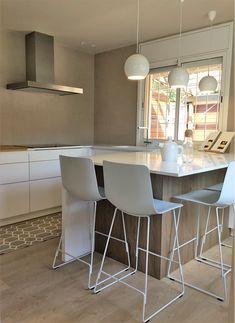 Cuina  peninsula Table, Furniture, Home Decor, Houses, Decoration Home, Room Decor, Tables, Home Furnishings, Home Interior Design