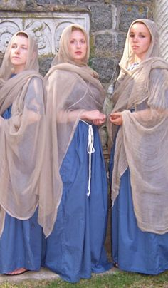 A classical Greco-Roman chiton made from wide cotton, with a sheer cotton palla. length of cord to tie the chiton in the traditional Roman style. Ancient Rome, Ancient Greece, Larp, Cosplay, Roman Hair, Roman Clothes, Rome Antique, Blue Is The Warmest Colour, Roman Fashion