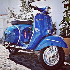 #motovespa #vespa #vespagram #vespaindonesia #vespafollowers #vespamania #vespacommunity #vespaplanet #vespaphotographers #vespacustom… Moto Vespa, Vespa 150, Vespa Vintage, Vintage Bikes, Vintage Motorcycles, Vintage Cars, Scooter Bike, Lambretta Scooter, Vespa Scooters