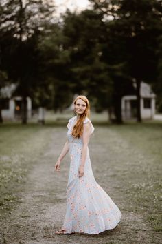 Sequoyah Park is a favorite for locals. It's understated beauty is the perfect background for engagement photos along the Tennessee River. Engagement Outfits, Engagement Session, Engagement Photos, Engagement Photographers, Tennessee River, Perfect Fit, What To Wear, Park, Wedding Dresses