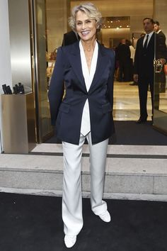 * Lauren Hutton Opens Up About Her Ageless Style Amazing Amazing Lauren Hutton Open. Lux Fashion, Couture Fashion, Fashion Outfits, Womens Fashion, Lauren Hutton, Interview, Jeans With Heels, Older Women Fashion, Richard Avedon
