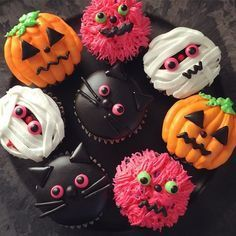 halloween cupcakes (holiday treats for parties) Halloween Desserts, Halloween Chic, Halloween Torte, Pasteles Halloween, Bolo Halloween, Halloween Goodies, Halloween Food For Party, Halloween Crafts, Halloween Decorations