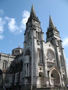 ... a sua Catedral neo-gótica. / its neo-gothic Cathedral. #fortaleza #brazil #tapportugal