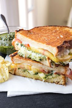 Tomato and Pesto Grilled Cheese | http://thecozyapron.com/