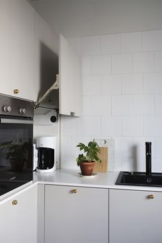Home Decor For Small Spaces Keittini materiaalit - Pihkala.Home Decor For Small Spaces Keittini materiaalit - Pihkala Fall Home Decor, Cheap Home Decor, Kitchen Interior, Interior Design Living Room, Kitchen Dining, Kitchen Cabinets, Rustic Kitchen Design, Minimal Kitchen Design, Cocinas Kitchen