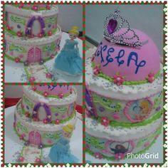 Torta cumpleaños.  Un castillo alegre y colorido para Cenicientas