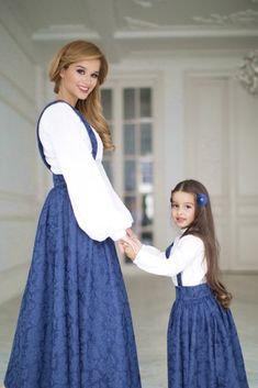 Ideas for project Daughty-Mum via Internet Mother Daughter Fashion, Mother Daughter Matching Outfits, Mom Daughter, Iranian Women Fashion, Russian Fashion, Mom Dress, Baby Dress, Kids Winter Fashion, Kids Fashion