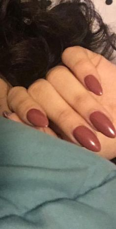 Her nails are POPPING
