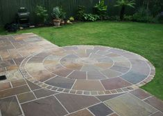 Decorative Indian sandstone circles are a striking feature piece to any patio or laid as a feature in a garden. Circle kits are also used as steps to great effect. Circle kits come in Autumn Brown, Ray Green, Kandla Grey and Mint Fossil Indian sandstone. Back Garden Design, Patio Design, Backyard Designs, Circular Garden Design, Circular Patio, Garden Paving, Pavers Patio, Patio Stone, Paving Slabs