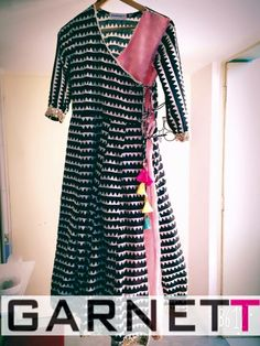 Kurti in black nd pink combination.looking nice and classy. Pakistani Dresses, Indian Dresses, Indian Outfits, Kurti Designs Party Wear, Salwar Designs, Dress Designs, Indian Attire, Indian Wear, Ethnic Fashion