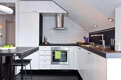 departamento pequeño cocina con techo irregular