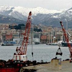 Offerte lavoro Genova  Feriti due portuali non sono gravi  #Liguria #Genova #operatori #animatori #rappresentanti #tecnico #informatico Scontro al terminal Vte di Pra'