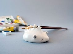 A Special Porcupine Shaped Pen or Brush Rest, Handmade in Italy. Diy Clay, Clay Crafts, Arts And Crafts, Crackpot Café, Air Dry Clay, Ceramic Painting, Ceramic Artists, Clay Projects, Ceramic Pottery