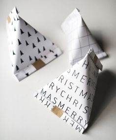Zahlen auf als Schlauch drucken, dann einzeln abschneiden. Make cute triang… Numbers on print as a tube, then cut off individually. Make cute triangular gift bags – DIY – Fairytale Christmas Source by off diy Diy Gift Bags Paper, Origami Gift Bag, Paper Gifts, Homemade Gift Bags, Origami Envelope, Paper Bags, Christmas Origami, Christmas Gift Bags, Christmas Gift Wrapping