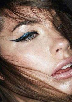 Eyeliner: ecco tutti i modi di applicarlo #EyelinerPencil Best Gel Eyeliner, Eyeliner Styles, Winged Eyeliner, Blue Eyeliner, Makeup Trends, Makeup Tips, Beauty Makeup, Hair Beauty, Makeup Ideas