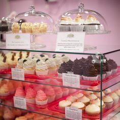 Cupcake display farmers market display в 2019 г. Bakery Store, Bakery Display, Cupcake Display, Cookie Display, Baking Business, Cake Business, Cupcake Shops, Cupcake Cakes, Chocolates