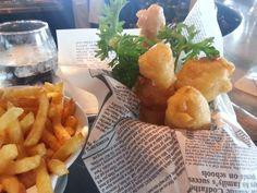 Le fish and chips de morue à la bière au Café du Monde. Croustillant. Savoureux.