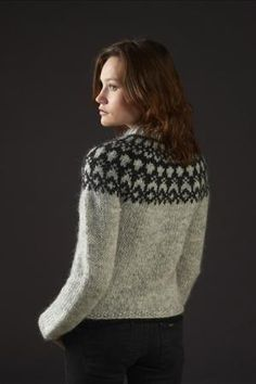 Pattern - HÉLA - Icelandic knitted cardigan in Álafoss Lopi - FREE in english Fair Isle Knitting Patterns, Knit Patterns, Ropa Free People, Icelandic Sweaters, How To Purl Knit, Pulls, Free Knitting, Knitting Projects, Free Pattern