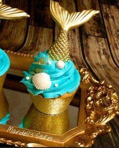 If it is a mermaid cupcake , can it just be a Mercake? Mermaid Cupcakes, Cute Cupcakes, Beautiful Cakes, Amazing Cakes, Sirenita Cake, Mermaid Baby Showers, Little Mermaid Parties, Mermaid Birthday, Cakepops