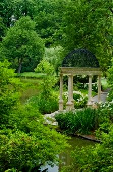 Elegant Formal Gardens.    Can this be my backyard please?