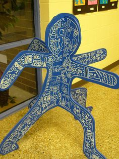 blue I love Keith Haring- this is a wonderful project! With just metallic pens and foam core. What a great idea!I love Keith Haring- this is a wonderful project! With just metallic pens and foam core. What a great idea! Sculpture Lessons, Sculpture Projects, Art Sculpture, Club D'art, Art Club, 3d Art Projects, School Art Projects, Classe D'art, Keith Haring Art
