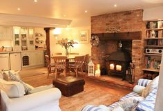 The Saltings is a gorgeous old fisherman's cottage, renovated to a very high standard, nestled in one of Blakeneys prettiest 'lokes' or courtyards. Right in the heart of the village, this lovely prope Cottage Living Rooms, Home Living Room, Living Room Designs, Cosy Living Room Warm, Cosy Living Room Decor, Country Cottage Living Room, Country Cottage Interiors, Open Plan Kitchen Living Room, Cottage Bedrooms
