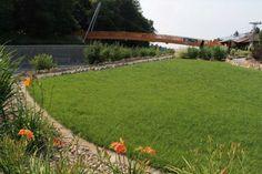 Viste tu jardín con césped - http://www.jardineriaon.com/viste-tu-jardin-con-cesped.html