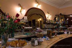 La barra del Caffè Fiorio, el más ilustre de los cafés históricos de Turín