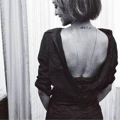 SnapWidget   E o truque de hoje foi usar a camisa ao contrário, fazendo a parte da frente virar um decote nas costas.  #ootd #details #bw #fashion