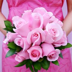 These pink roses are more breath-taking against a fuscia pink dress. What a  bridesmaid bouquet huh?