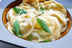 Tortelli z gruszką i serem w maśle szałwiowym