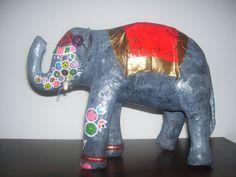 Elefante Hindu de papel mache