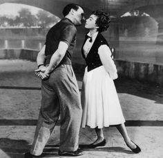 """Gene Kelly y Leslie Caron en """"Un americano en París"""", 1951"""