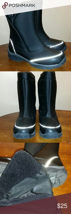 Lands' End Size 7 Big Boys Snow Flurry Boots Lands' End Snow Flurry Boots Size 7 Big Kids Solid black with deep gray & reflective accents. Waterproof. They have wide ankle openings with super strong velcro ankle closures. Excellent nearly new condition with little to no wear.  Smoke free, pet friendly home. Lands' End Shoes Rain & Snow Boots