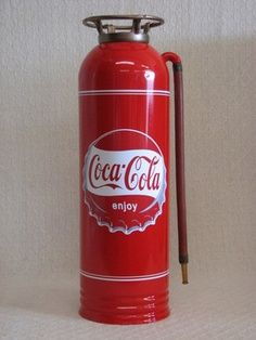 Antique / vintage fire extinguisher restored with coca cola theme Coca Cola Vintage, Coca Cola Ad, Always Coca Cola, World Of Coca Cola, Coca Cola Bottles, Clock Vintage, Cola Wars, Coca Cola Decor, Best Soda