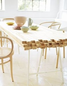 mooie tafel van houtjes. AKA DIY wooden Table