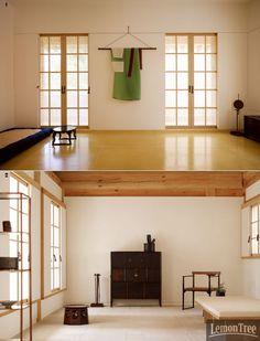 통의동 아름지기 신사옥에 가다, 전통이 공존하는 日常의  집.전통의 현대화를 위해 노력해온 아름지기가 통의동의 경복궁 돌담길로 사옥을 이전했다. 생활 속에서  누릴 수 있는 전통의 미감을 소개해온 곳답게 '아름지기'식 라이프스타일을 담은 공간이라고 한다. 전통과 현대가 공존하는 공간에서는 또 얼마나  .. Asian Interior, Japanese Interior, Cafe Interior, Interior And Exterior, Interior Decorating, Interior Design, Furniture Design, Home Furniture, Traditional House