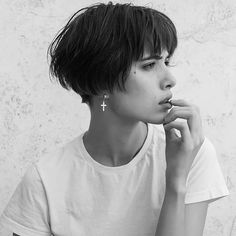 Lovely photo from mademoiselle_pixie pixiepalooza haircuttypes haircut types the kooples langes flieendes und bedrucktes kleid herren Formal Hairstyles For Short Hair, Tomboy Hairstyles, Ponytail Hairstyles, Short Hair Cuts, Short Bob Bangs, Pixie Bangs, Wavy Bob Long, Pixie Bob Hairstyles, Edgy Haircuts