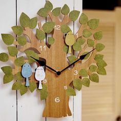 絵本から飛び出したような癒し系の振り子時計。小鳥の動きにほっこり♪ https://room.rakuten.co.jp/room_jp/1700006381922387?scid=we_rom_pinterest_official_20151007_r1