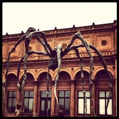 """Maman,"" Sculpture by Louise Bourgeois. Installed on platform outside Hamburger Kunsthalle Museum. http://www.hamburger-kunsthalle.de/index.php/Louise_Bourgeois/articles/Louise_Bourgeois.html"