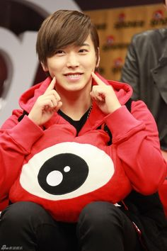 Sungmin, through my eyes, the most chick/cutest member of SuJu. c':