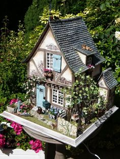 La maisonnette de Mamy Matou - an absolutely GORGEOUS miniature French house, with garden plants - I LOVE this! mooghiscathmaisonpoupee #miniature #dollhouse #french