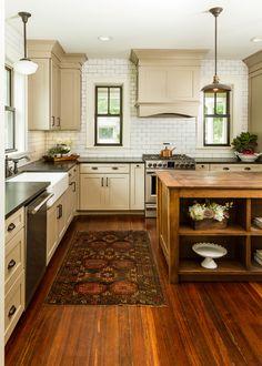 Wood Floor Kitchen, Farmhouse Kitchen Cabinets, Rustic Kitchen, Country Kitchen, Country Living, Taupe Kitchen, Farmhouse Rugs, Modern Farmhouse, Primitive Kitchen