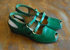 vintage 1940s shoes / 40s green leather wedge by honeytalkvintage